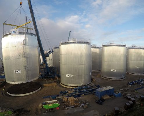 Installation of storage tanks