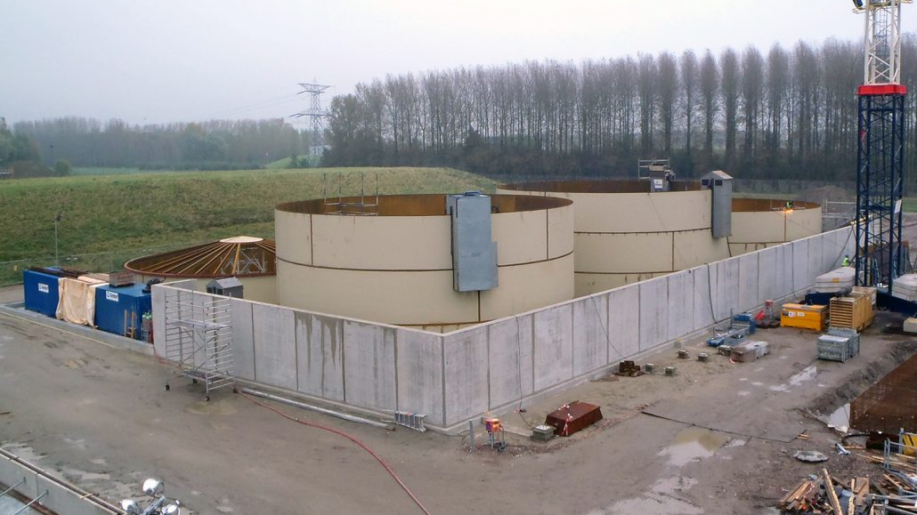 Storage tanks for fatty alcohols