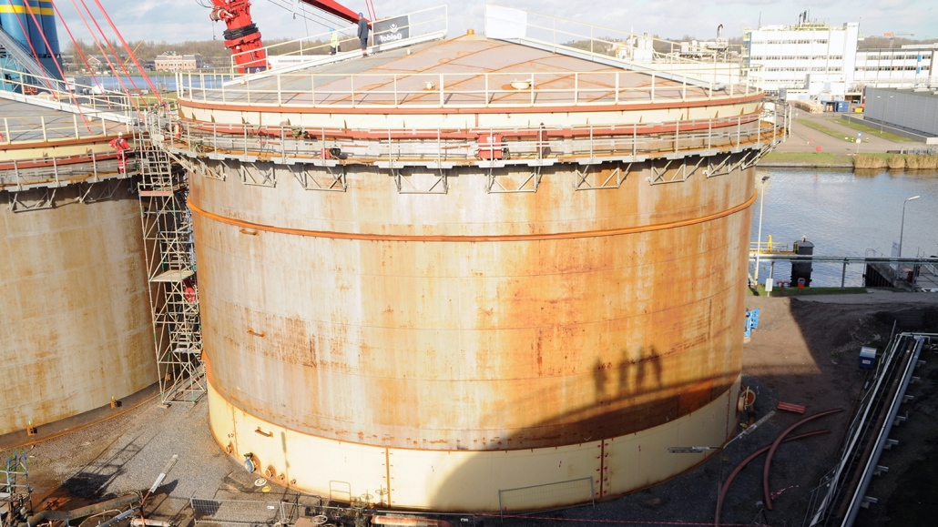 Refurbishment of 10 storage tanks